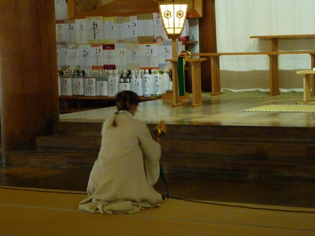 歌と鈴舞の奉納のアイキャッチ画像