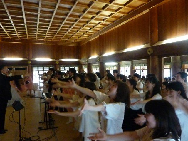 合唱と舞の奉納